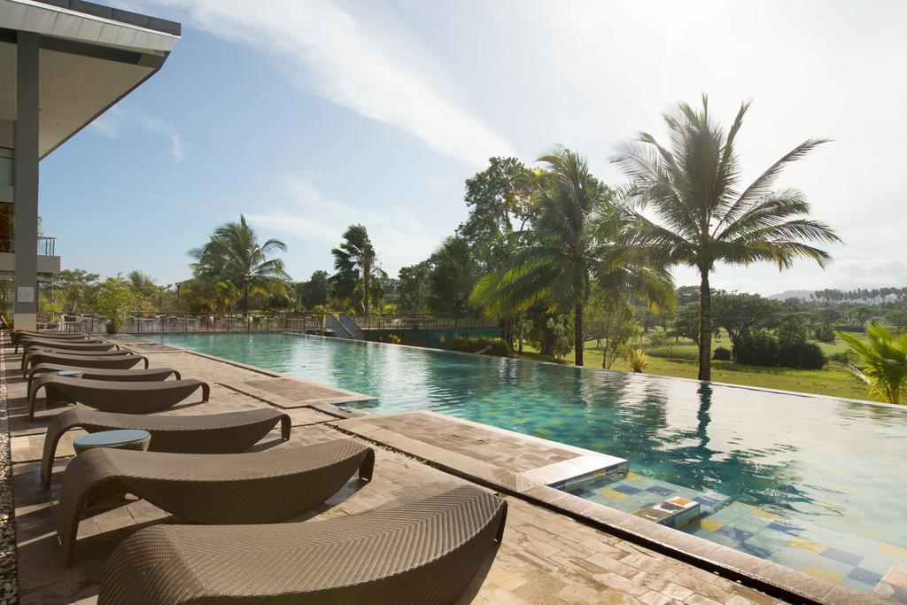 Novotel Manado Golf Resort & Convention Center****